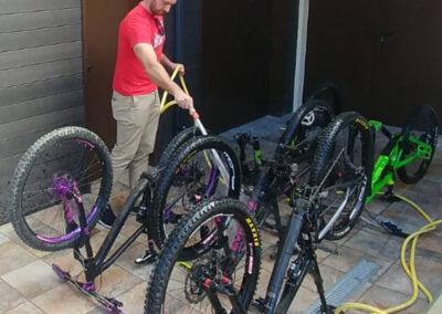 Lavado Bicicletas La Antigua Escuela del Bierzo