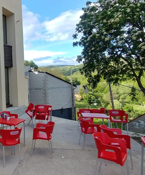 Terraza - Entrada La Antigua Escuela del Bierzo