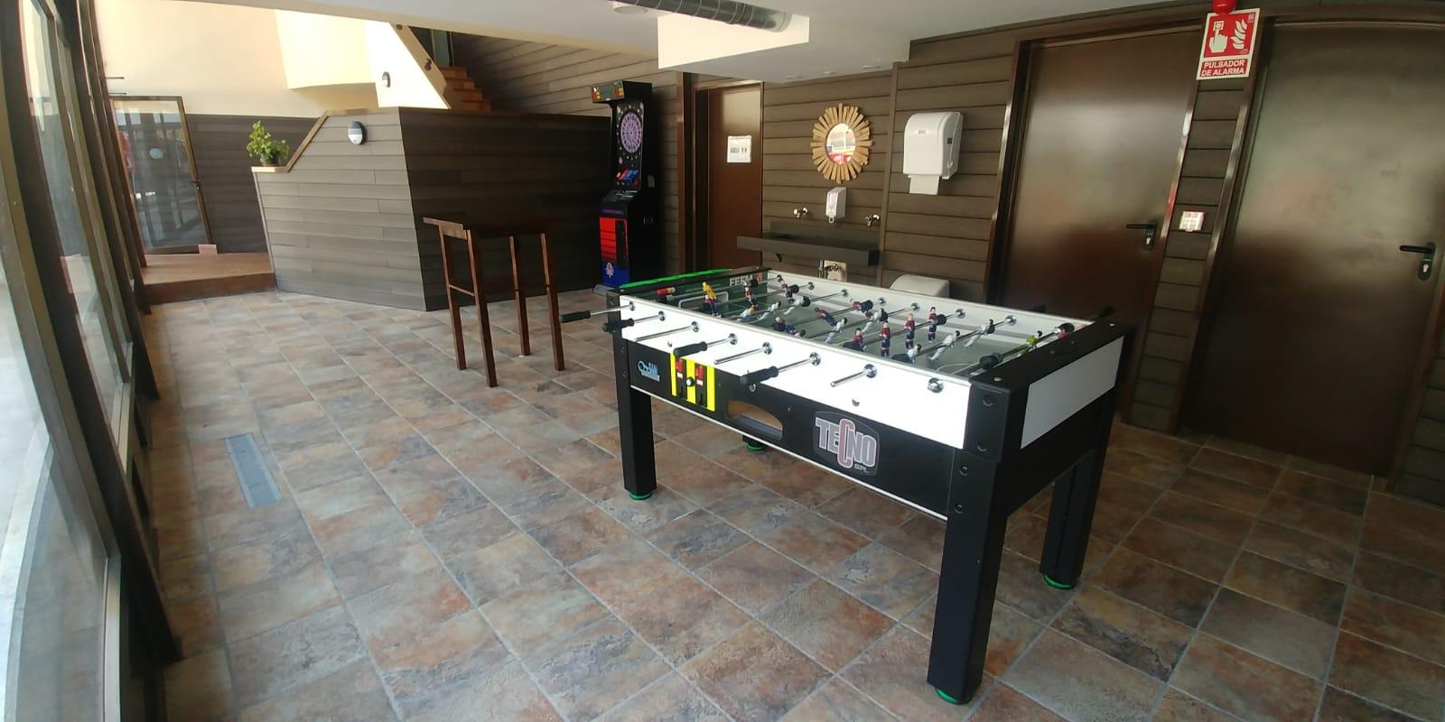 Bar Cafetería La Antigua Escuela - Futbolín y Diana
