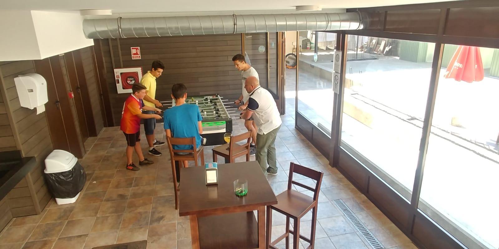 Patio de Juegos - Futbolín y dardos