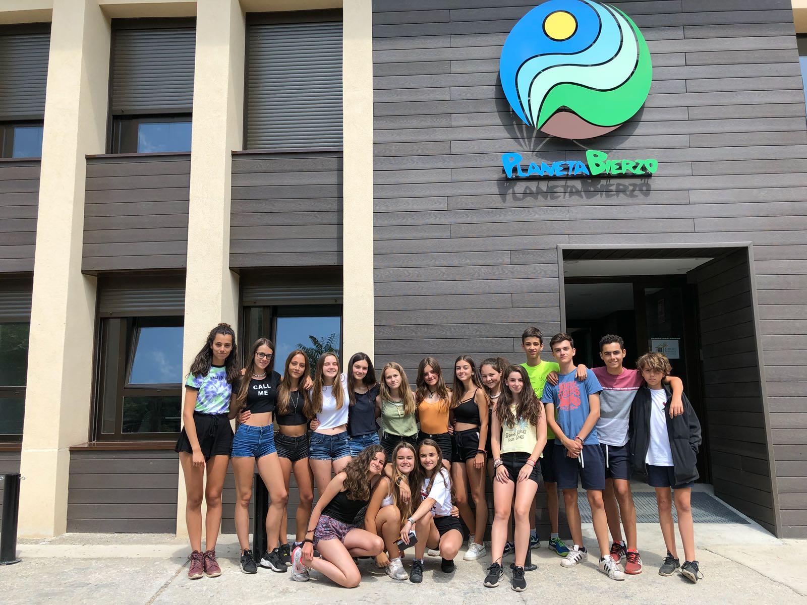 Alojamiento grupos albergue turismo activo verano El Bierzo encanto rural