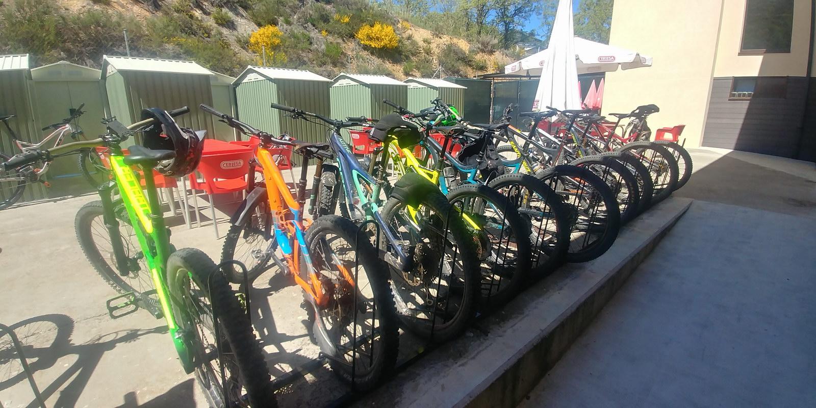 Aparca Bicicletas Antigua Escuela del Bierzo Bike Friendly