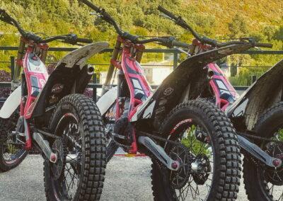 Campeonato motos de trial alojamiento Antigua Escuela del Bierzo Pobladura León España