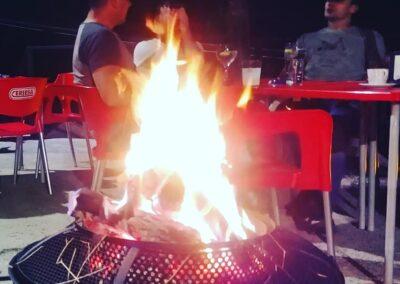 Terraza de verano noche Restaurante Antigua Escuela del Bierzo