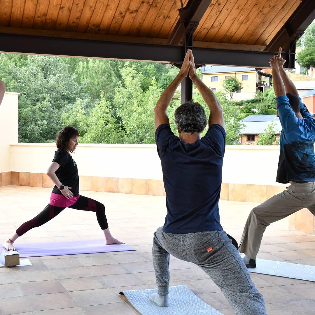 Clase de Yoga - Antigua Escuela del Bierzo