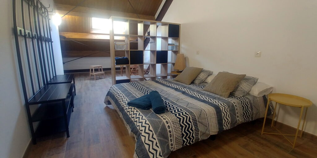 Antigua Escuela del Bierzo Hotel habitación doble grande con cama de matrimonio