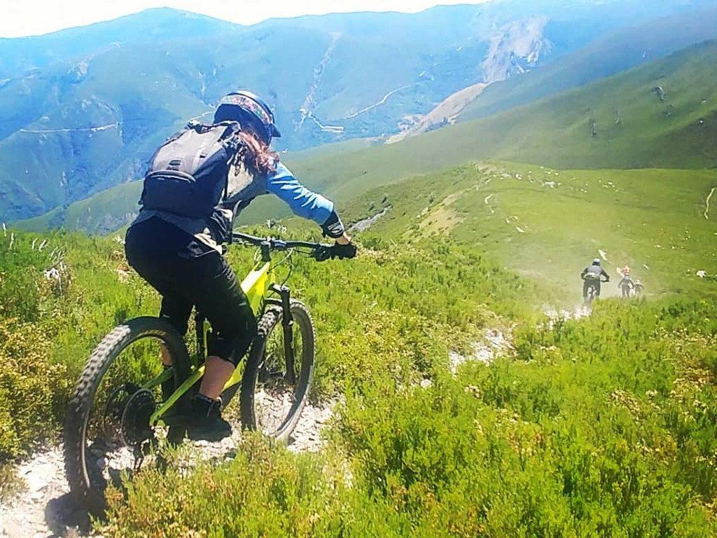Alquiler de bicicletas eléctricas ebike mountain bike | Rutas de Alta Montaña en El Bierzo