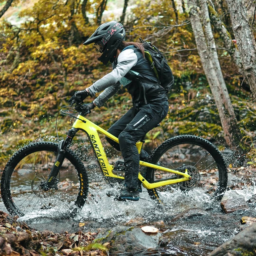 TEST CENTER SANTA CRUZ E Bikes Bicicletas Eléctricas Mountain Bike | Rutas con agua en El Bierzo