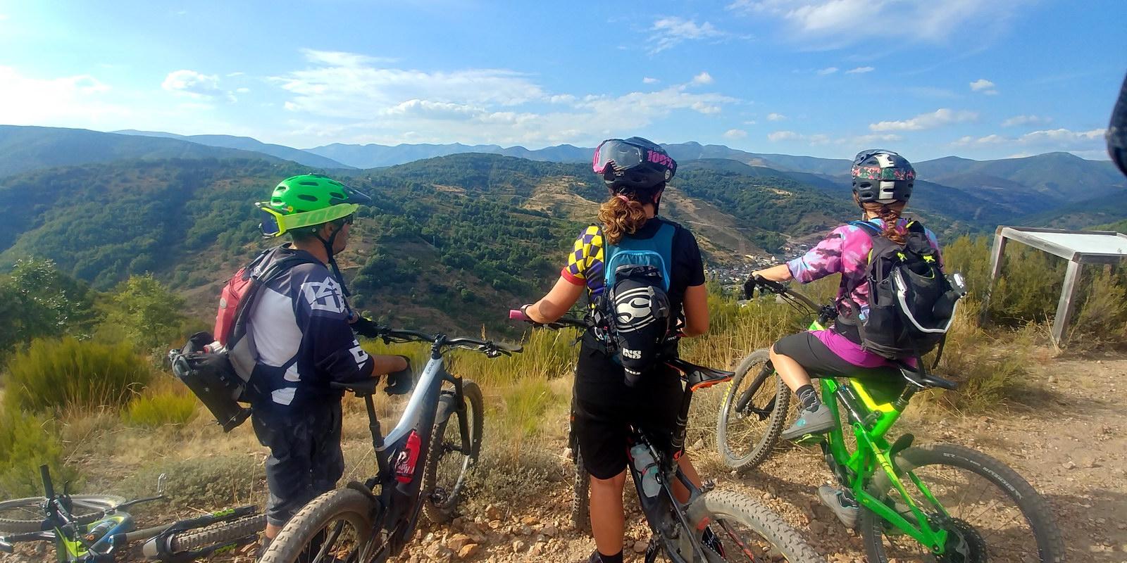 Alquiler de bicicletas eléctricas ebike mountain bike | Rutas con miradores en El Bierzo