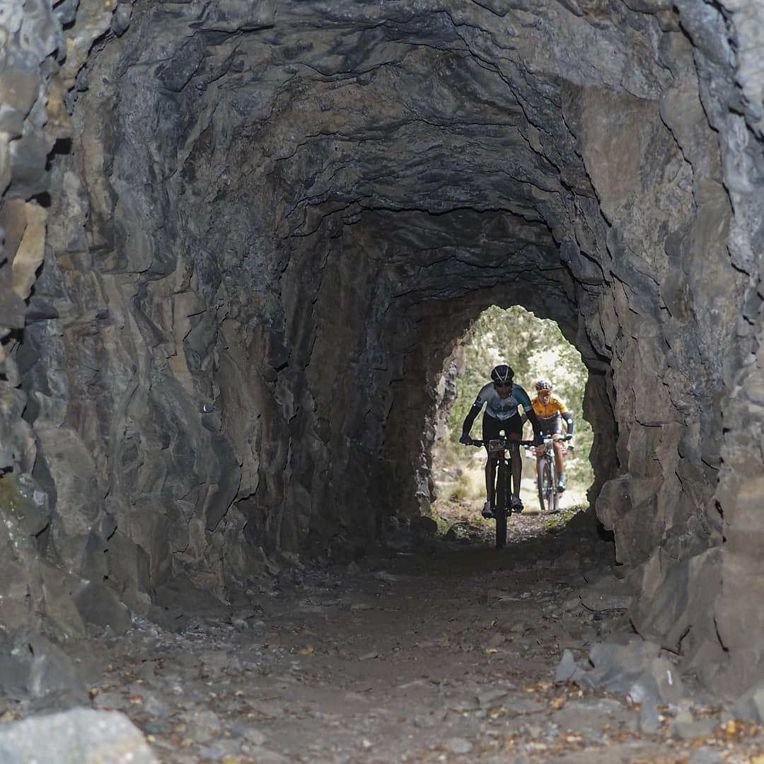 Alquiler de bicicletas eléctricas ebike mountain bike | Túneles entre Pobladura y Almagarinos en El Bierzo Alto