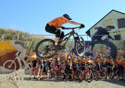 Mountain Bike en El Bierzo Enduro MTB salto y grafiti