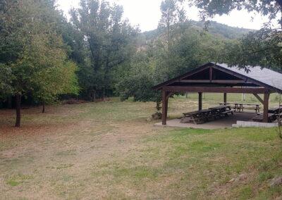Campamento de Verano zona de picnic en Pobladura de las Regueras