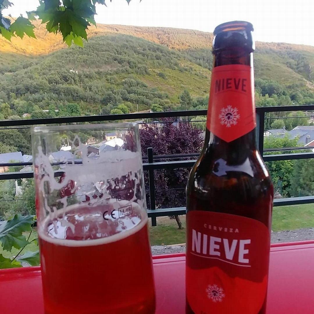 Bar y terraza de verano | Antigua Escuela del Bierzo | Vistas a la montana