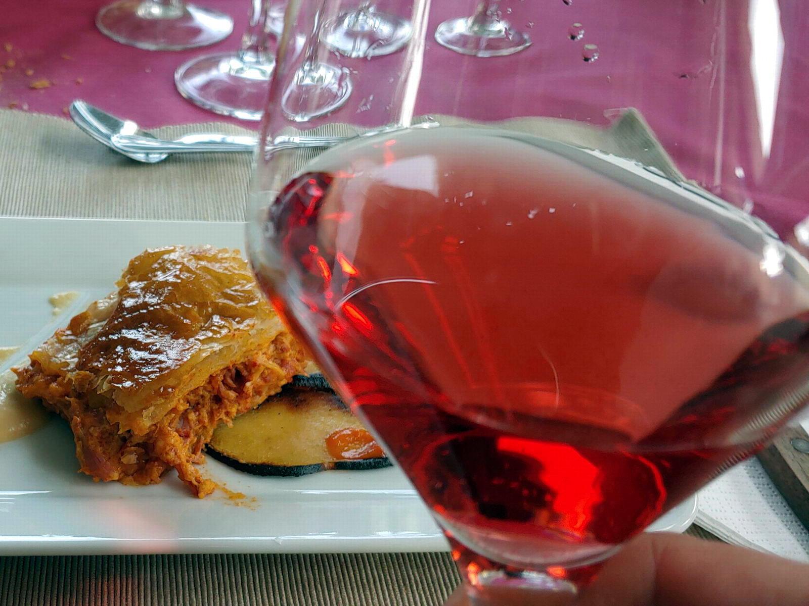 Empanada de Botillo con vino rosado | Restaurante Antigua Escuela del Bierzo
